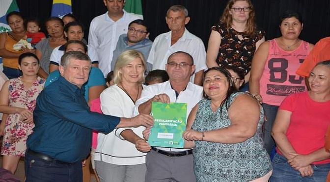 Em outubro, 45 famílias de Jateí receberam títulos de propriedade