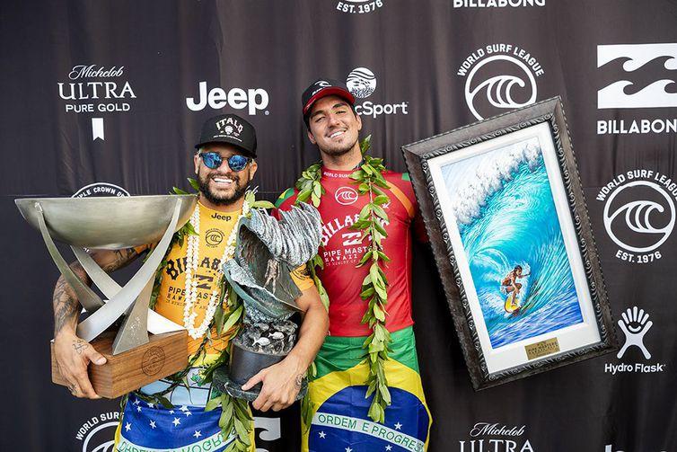 Ítalo Ferreira (esquerda) e Gabriel Medina estarão juntos em Tóquio 2020 - Kelly Cestari