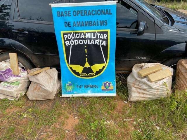 Droga e automóvel apreendidos pela polícia. (Foto:PMR)