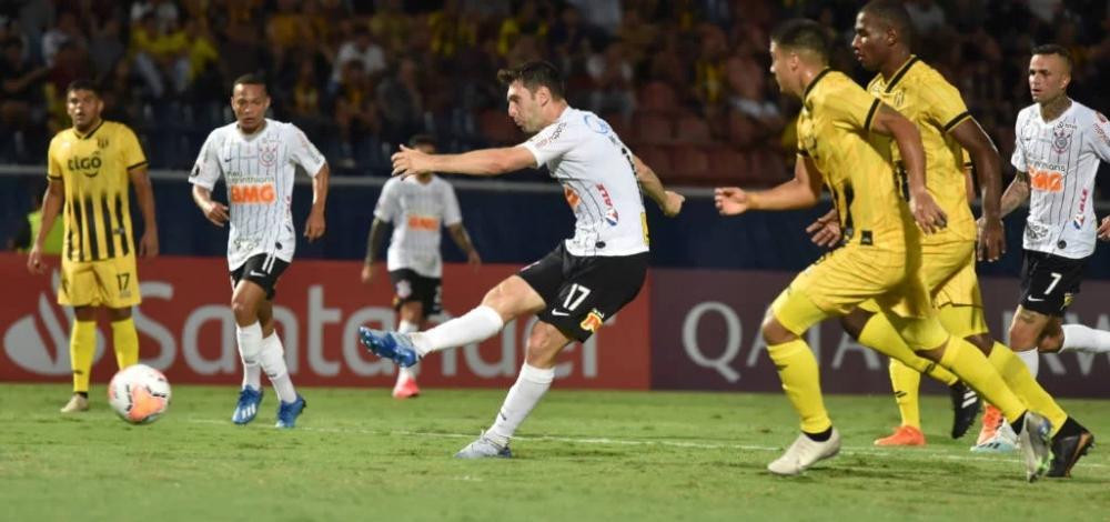 O Corinthians perdeu para o Guaraní, no Paraguai - Foto: Norberto Duarte/AFP