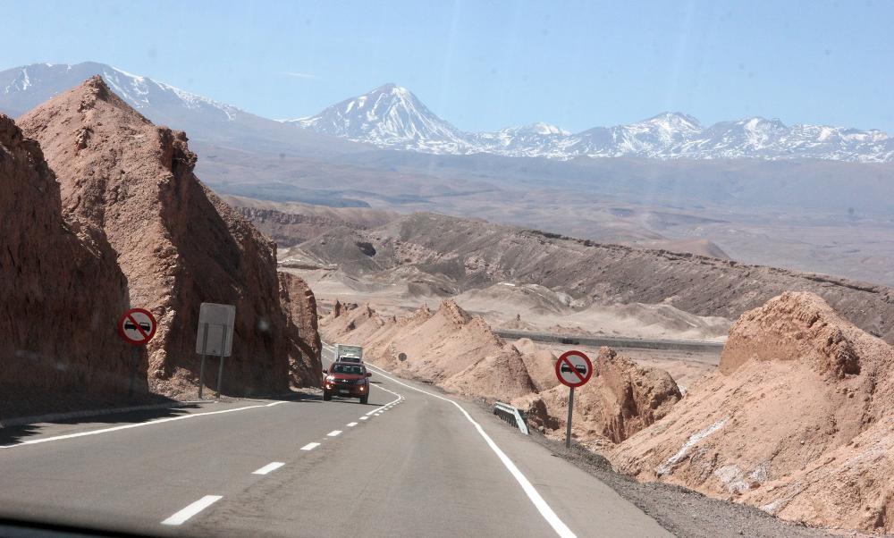 Deserto de Atacama, no Chile: cenário singular e impressionante, cortado por uma rodovia de alto padrão. Foto: Sílvio de Andrade