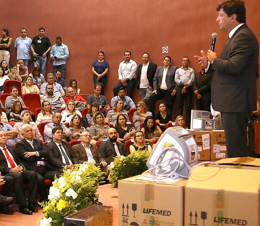 Prefeita Márcia Marques e a secretária de Saúde, Patrícia Magalhães, acompanharam atentamente a palestra do ministro da Saúde, Luiz Henrique Mandetta – Foto: Edemir Rodrigues