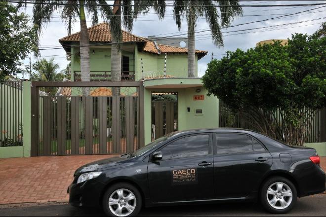 Gaeco cumpre mandado de busca e apreensão em casa no Bairro Vilas Boas, em Campo Grande - Valdenir Rezende