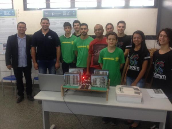 Alunos de escola pública de Ponta Porã criam tradutor de mãos