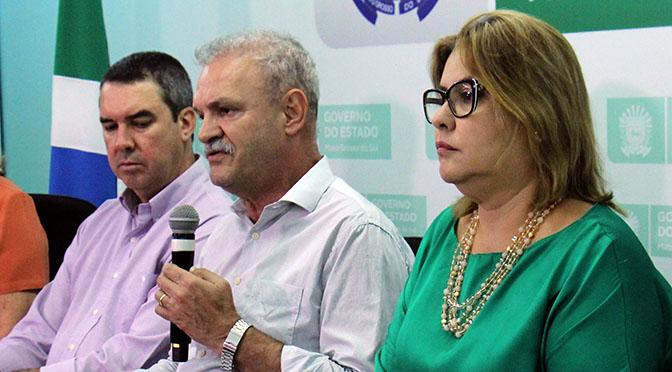 Secretários Eduardo Riedel (Governo), Geraldo Resende (Saúde) e Christine Maymone (adjunta da Saúde)