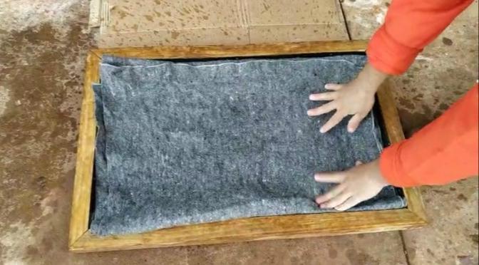 Mecanismo foi criado para desinfectar as solas dos sapatos de todos que adentram o presídio
