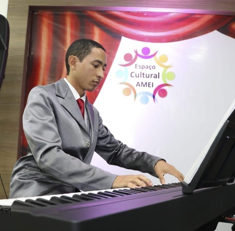Jovem pianista, Willame Belfort, de 23 anos