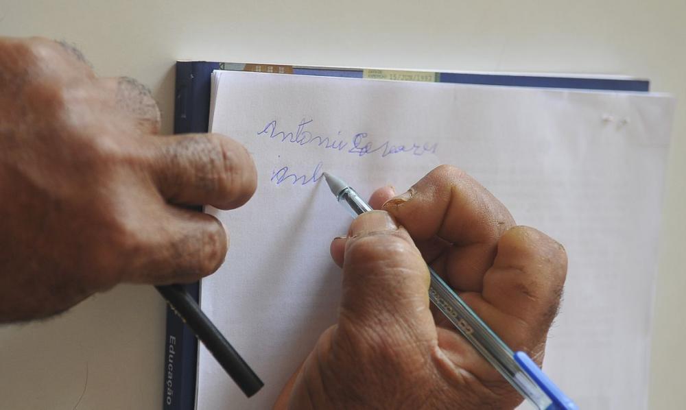 Brasil ainda tem 11 milhões de analfabetos