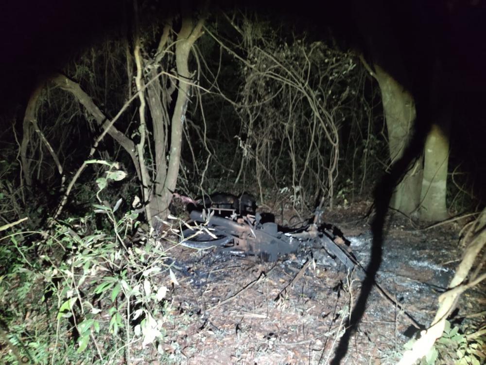 Motocicleta e corpo da vítima foram incinerados