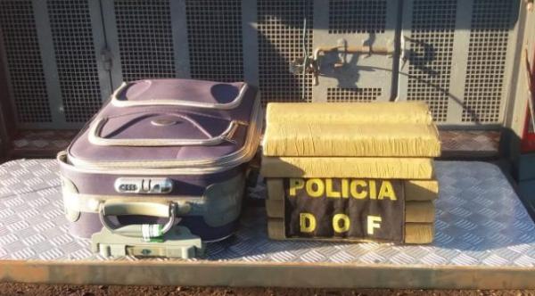 Homem é preso com 11 kg de maconha na mala