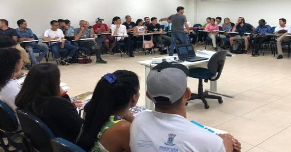 Curso é oferecido a migrantes, refugiados e portadores de visto humanitário que necessitem aprender português