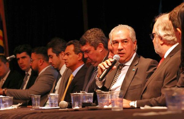 Azambuja defende simplificação tributária e fim de privilégios