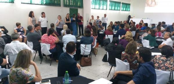 Secretária de Educação Cecilia Motta discursando aos diretores e coordenadores no encontro - Foto: Juarez Júnior