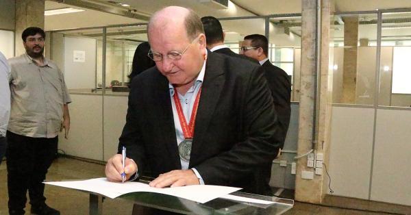 Governo do Estado dá posse ao novo diretor-presidente da Funtrab