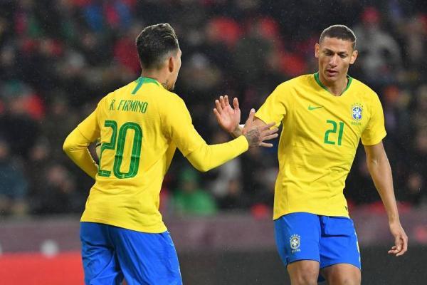 Seleção chega a São Paulo para preparação final para Copa América