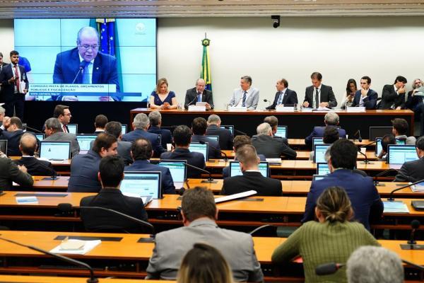 A Comissão Mista de Orçamento aprovou ontem o projeto de crédito suplementar