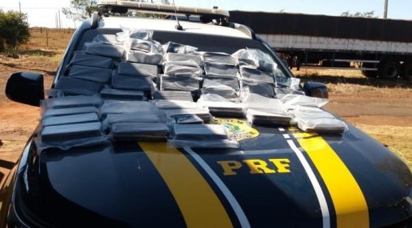 PRF apreende 56 kg de cocaína em caminhonete