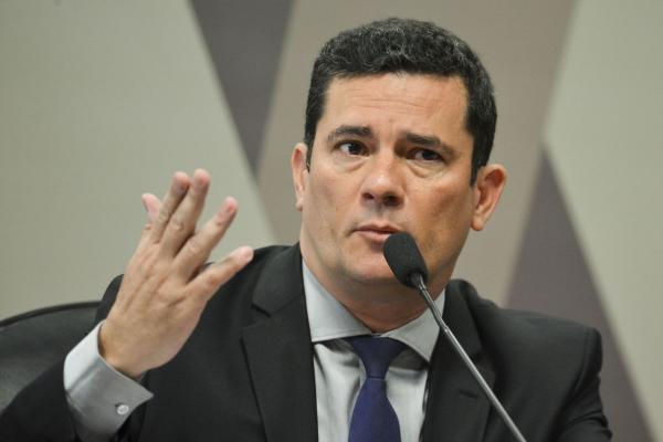 Sergio Moro adia ida à Câmara para falar sobre troca de mensagens