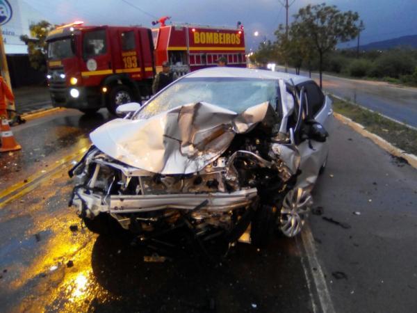 Colisão entre dois carros resulta em dois mortos em Picos