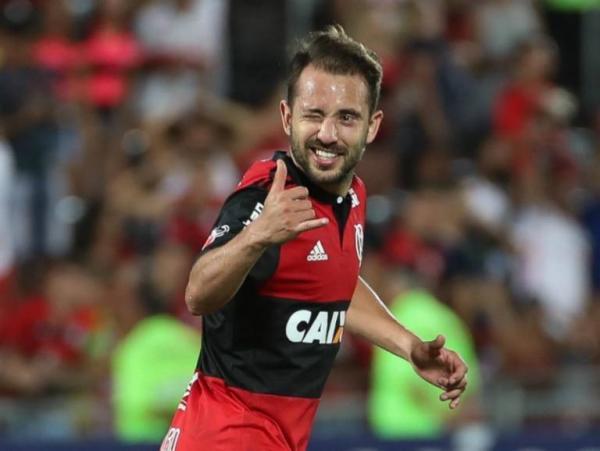 """Everton Ribeiro espera pressão do Athletico, mas diz: """"Não podemos aceitar"""""""