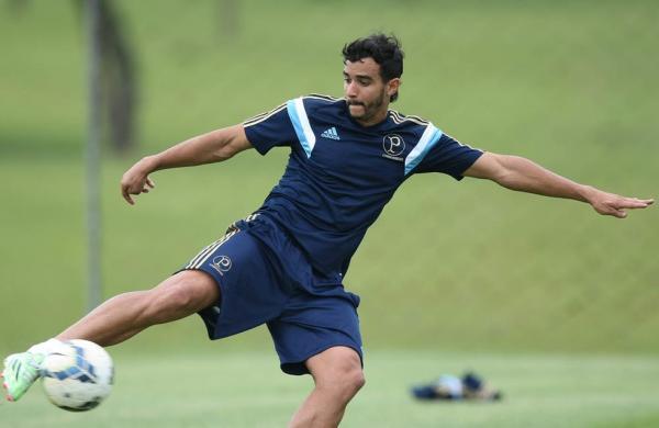 Henrique Dourado pode levar 30 dias para estrear pelo Palmeiras