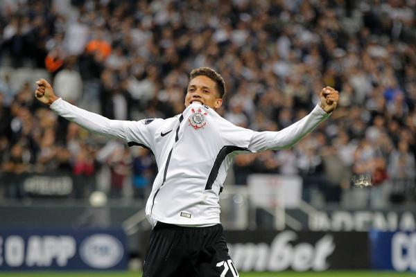 Pedrinho não tem pressa para jogar na Europa e curte titularidade no Corinthians