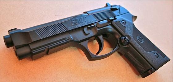 Casal de Campo Grande conseguiu vender 1.500 armas falsas pela internet