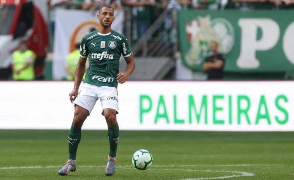 Vitor Hugo tem lesão no abdômen e vê sua inscrição na Libertadores em risco