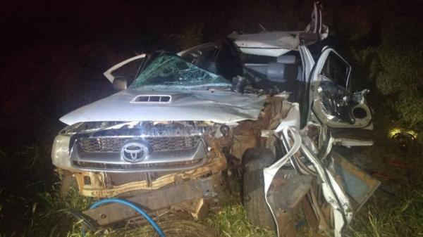 Acidente entre Hillux e caminhão deixa vítimas presas nas ferragens em P.Porã