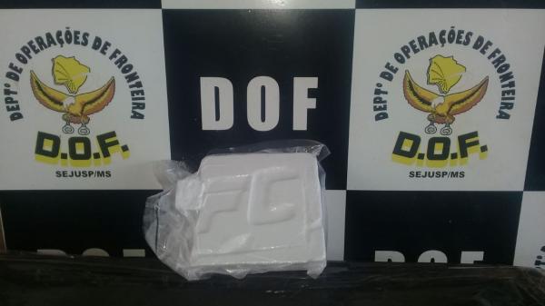 Passageiro de Van foi preso pelo DOF com 600 gramas de cocaína em Maracaju