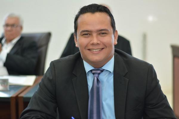 Edinho Quintana reitera pedido de faixa elevada na Vila Renô e melhorias no Residencial II
