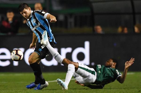 Palmeiras caiu jogando dentro de casa contra o Grêmio
