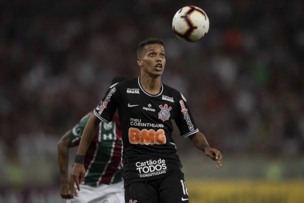 Pedrinho desfalcará o Corinthians contra o Ceará (Foto: MAURO PIMENTEL / AFP)