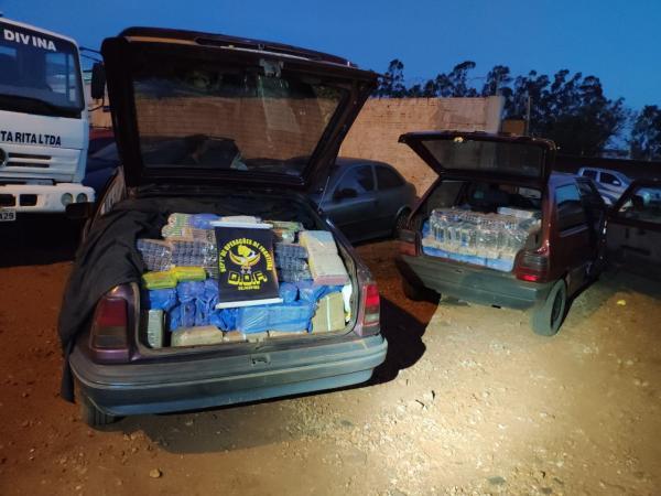 DOF apreende veículos carregados de contrabando em Laguna Carapã