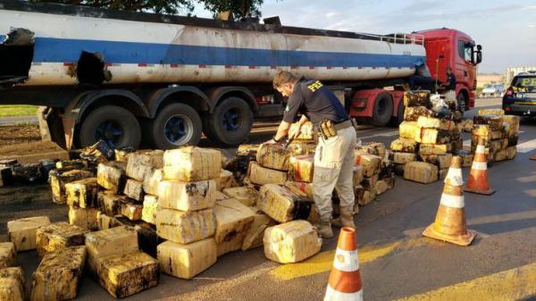 PRF apreende quase 3 toneladas de maconha em caminhão tanque