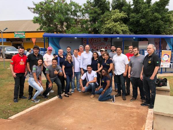Rotarianos com o prefeito Hélio Peluffo Filho; secretário de Saúde, Patrick Derzi, e equipes da saúde de Ponta Porã - Fotos: Luiz Carlos Gonzalez