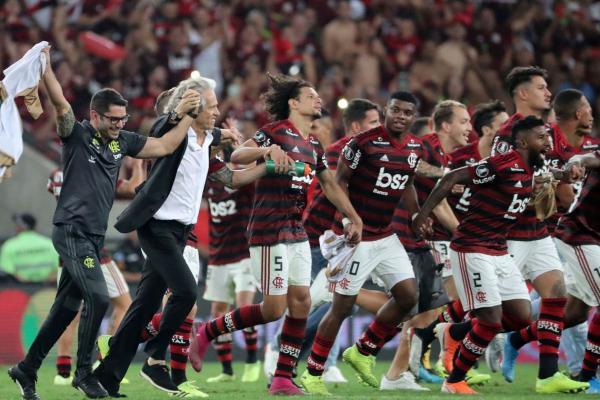 O Flamengo fez história no Maracanã ao derrotar o Grêmio por 5 a 0