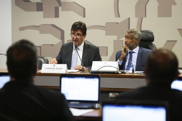 Ministério da Saúde pretende regularizar situação de médicos cubanos no Brasil
