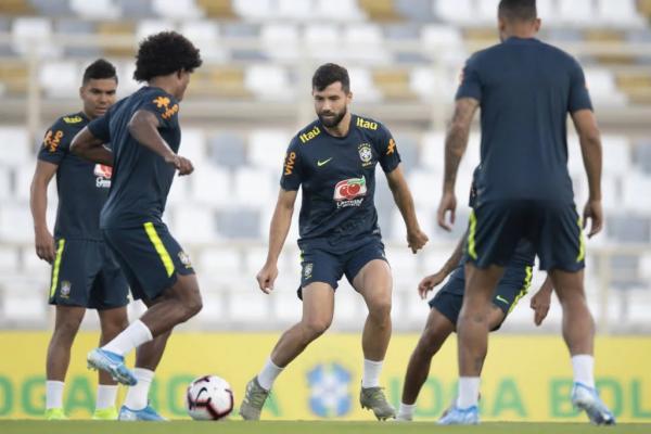 Seleção Brasileira faz primeiro treino completo para enfrentar Argentina