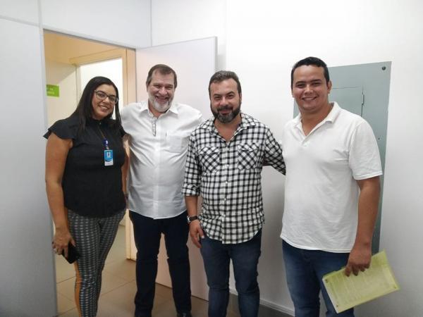 Vereador Edinho Quintana acompanhado do diretor-presidente do Instituto Acqua, Samir Silveiro; diretor-geral do HR, Demétrios do Lago e pela diretora-administrativa, Letícia Carneiro