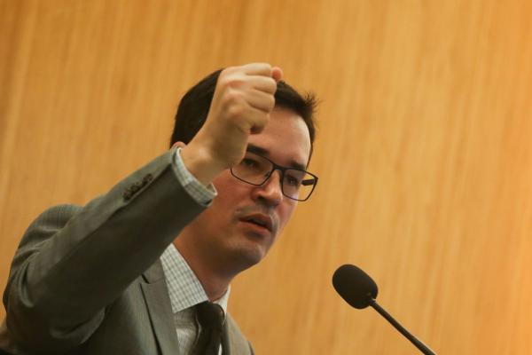 Dallagnol é punido com advertência por críticas a ministros do STF