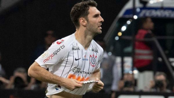 Boselli celebra gol e futebol apresentado pelo Corinthians