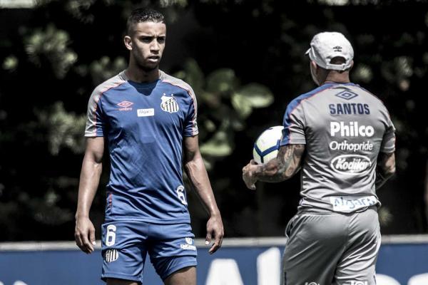 Santos deve ter time misto para enfrentar o Atlético-GO nesta quinta